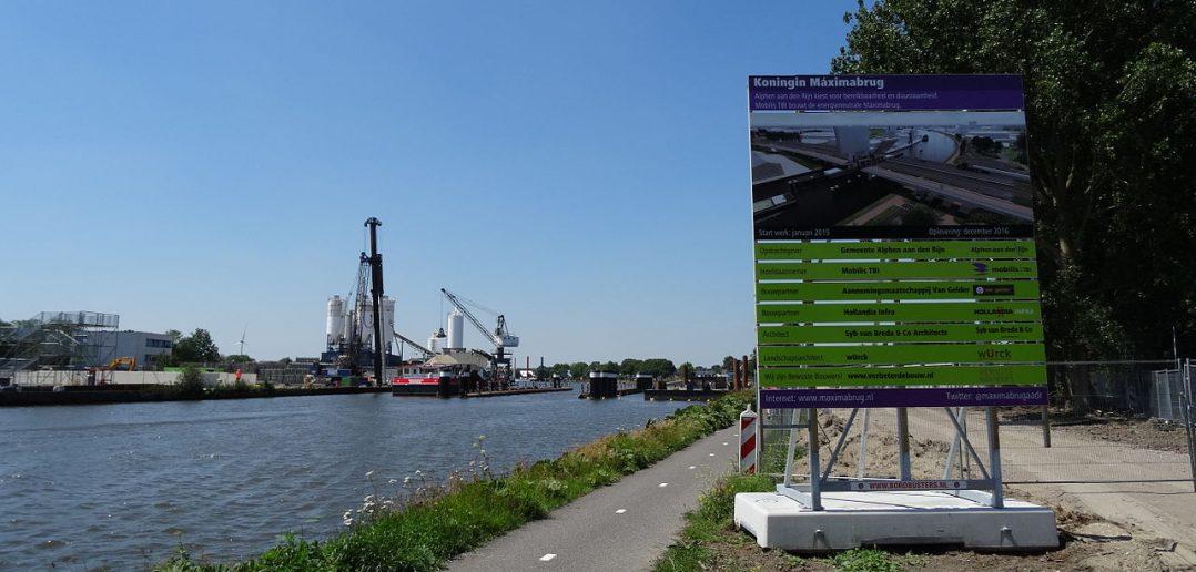 Bouw Koningin Maximabrug op de grens van Koudekerk a/d Rijn en Alphen a/d Rijn