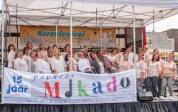 Optreden popkoor Mikado tijdens Korenfestival 2016
