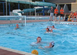 Traditionele waterpoloweek in het PWA-bad in Koudekerk